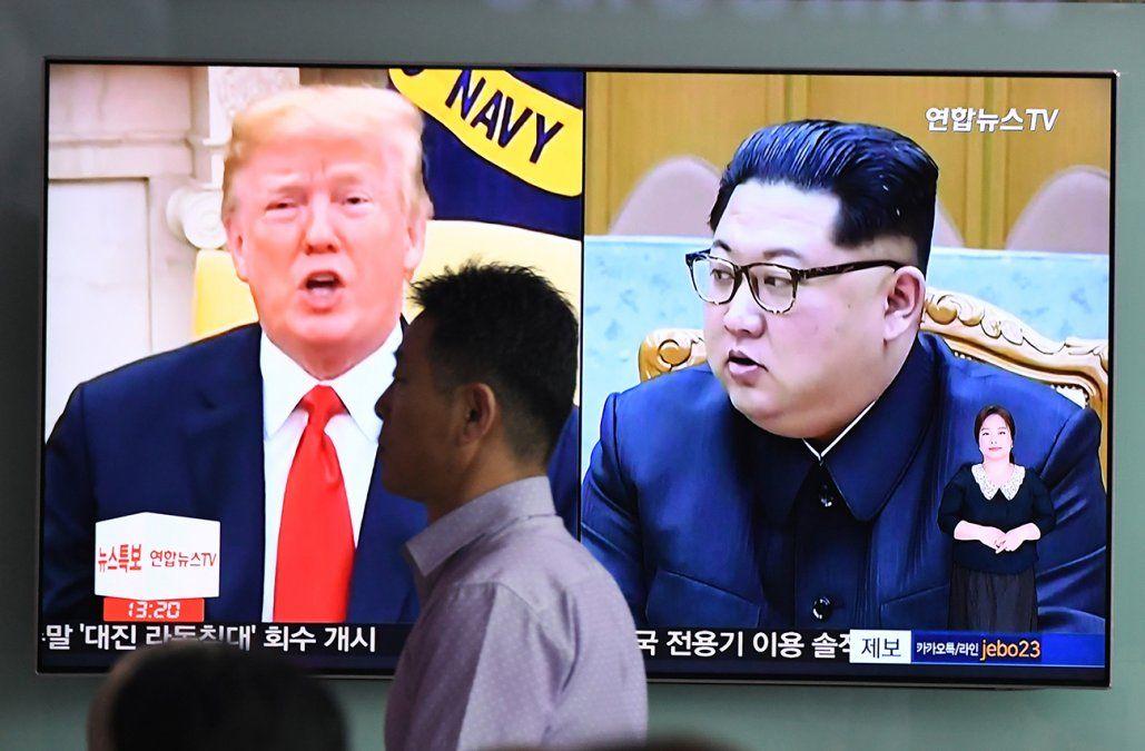 Trump y Kim, preparados para un histórico apretón de manos