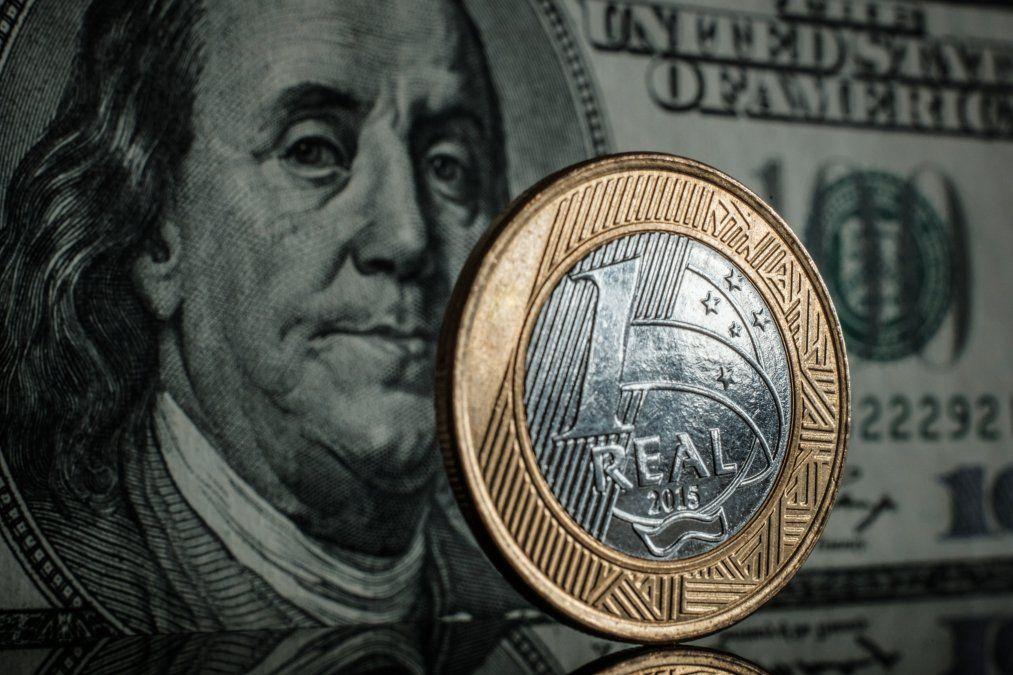 El dólar viene subiendo en Brasil pese a la fuerte intervención del Banco Central.