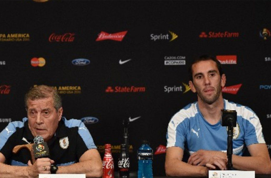 Tabárez y Godín hablarán en conferencia de prensa a la hora 11