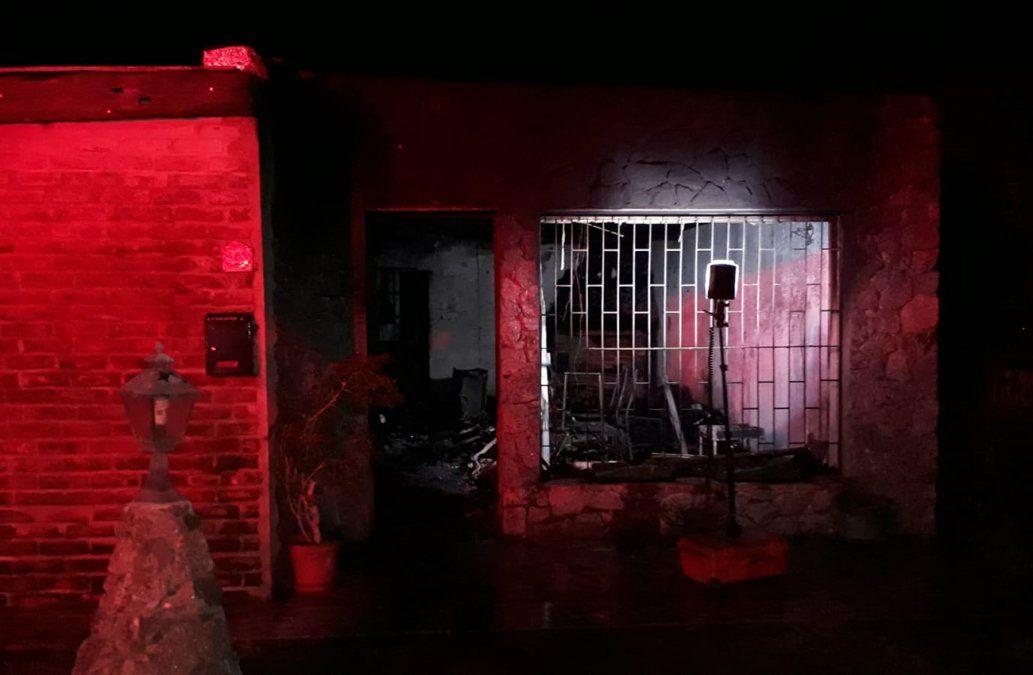 Fallecieron un hombre y su hijo en un incendio en Colonia