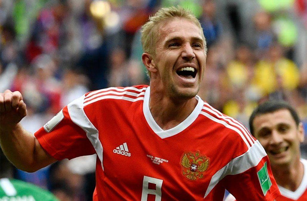 El centrocampista del FC Krasnodar Yuri Gazinski festeja el primer gol del mundial.