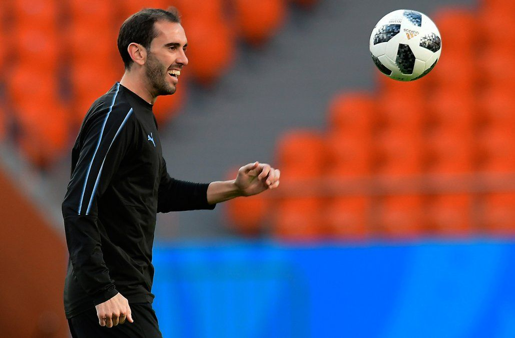 Godín descartó mala intención de Sergio Ramos en la lesión de Salah