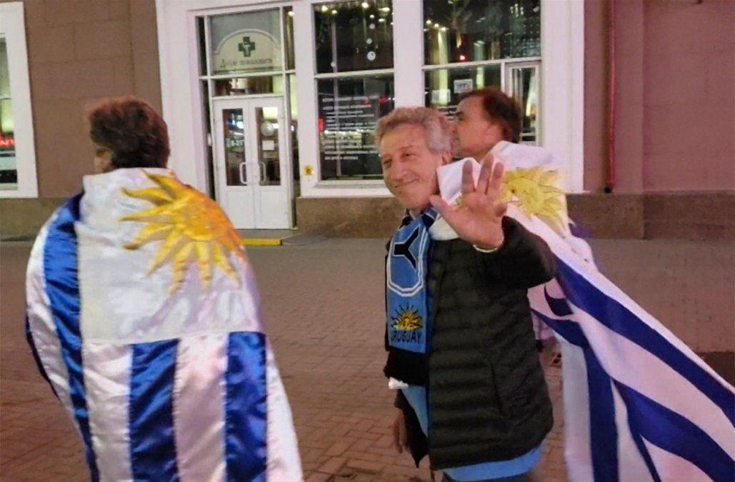 Los hinchas uruguayos ya viven la previa del partido en Ekaterimburgo