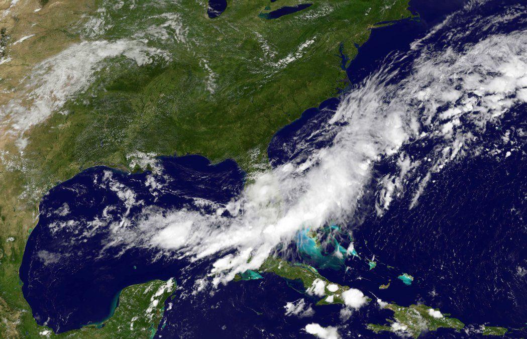 Declaran alerta naranja en zona turística de México ante tormenta tropical Bud