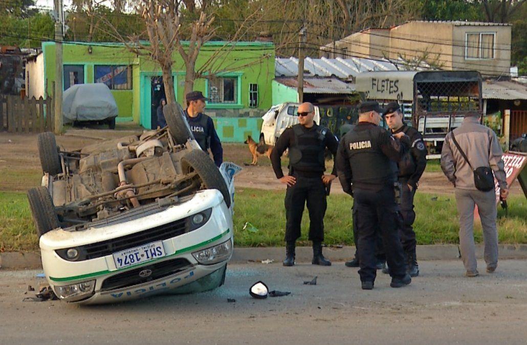 Policía grave tras volcar el patrullero cuando perseguían a un delincuente
