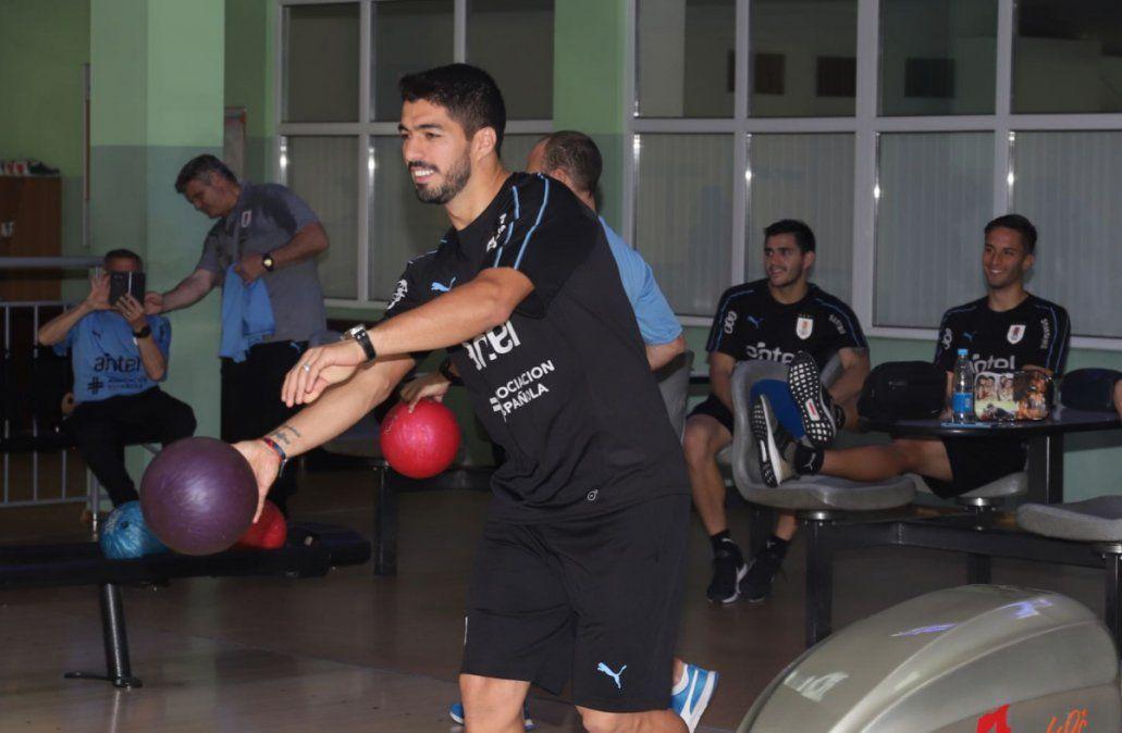 Los jugadores jugaron al bowling y al pool en el complejo Krasnaya Gorka(Foto: Twitter @Uruguay)