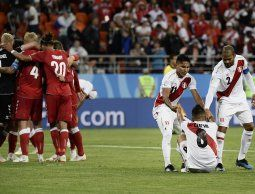 altText(Perú pierde 1-0 ante Dinamarca en su regreso al Mundial tras 36 años)}