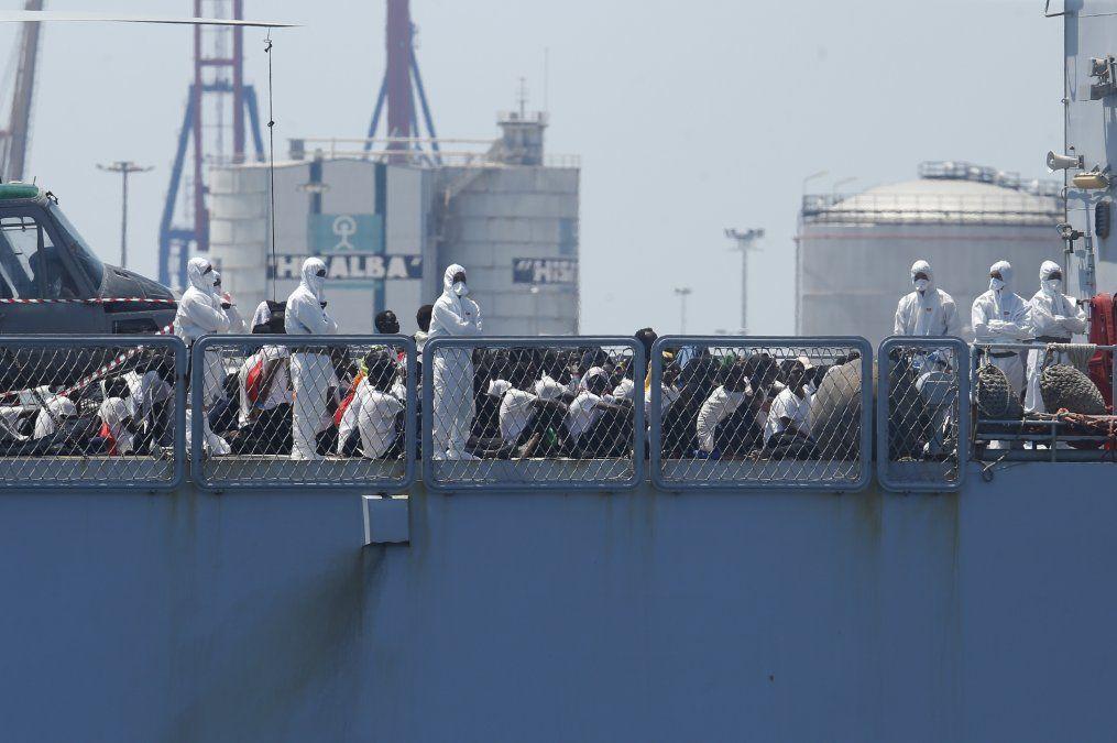 Unas 630 personas estuvieron varadas en el mar varios días ante la negativa de Italia a recibirlos.