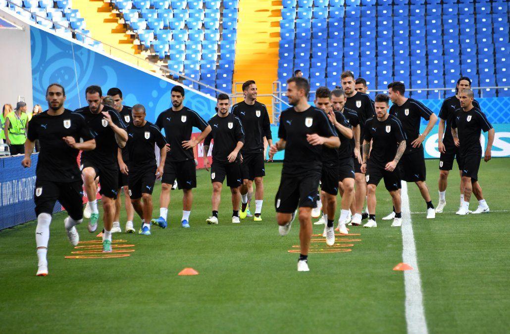 Suárez desenfundó y clasificó a Uruguay