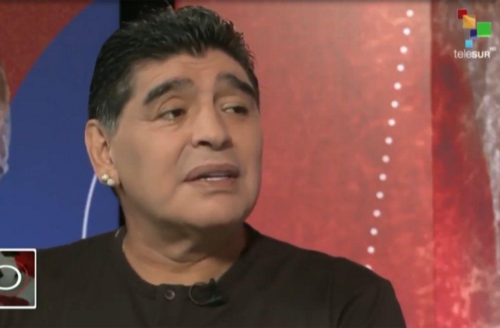 Maradona dice que Godín y Cavani son más que buenos jugadores