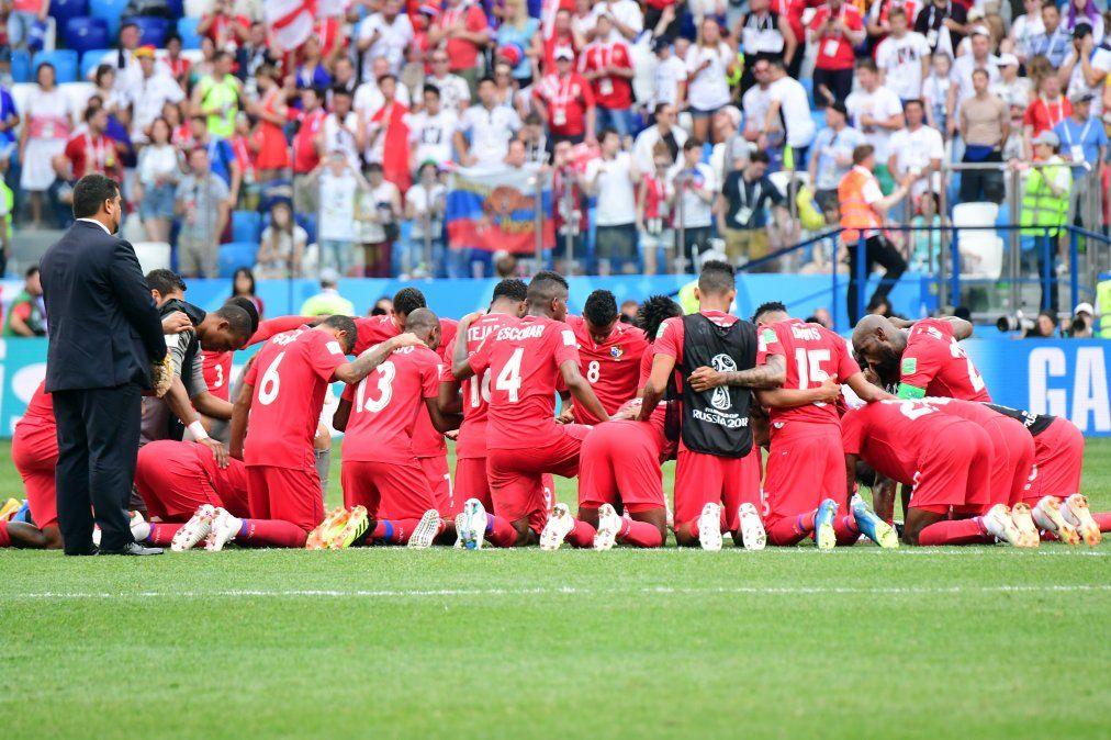 Selección de Panamá luego de caer 6-1 ante Inglaterra.