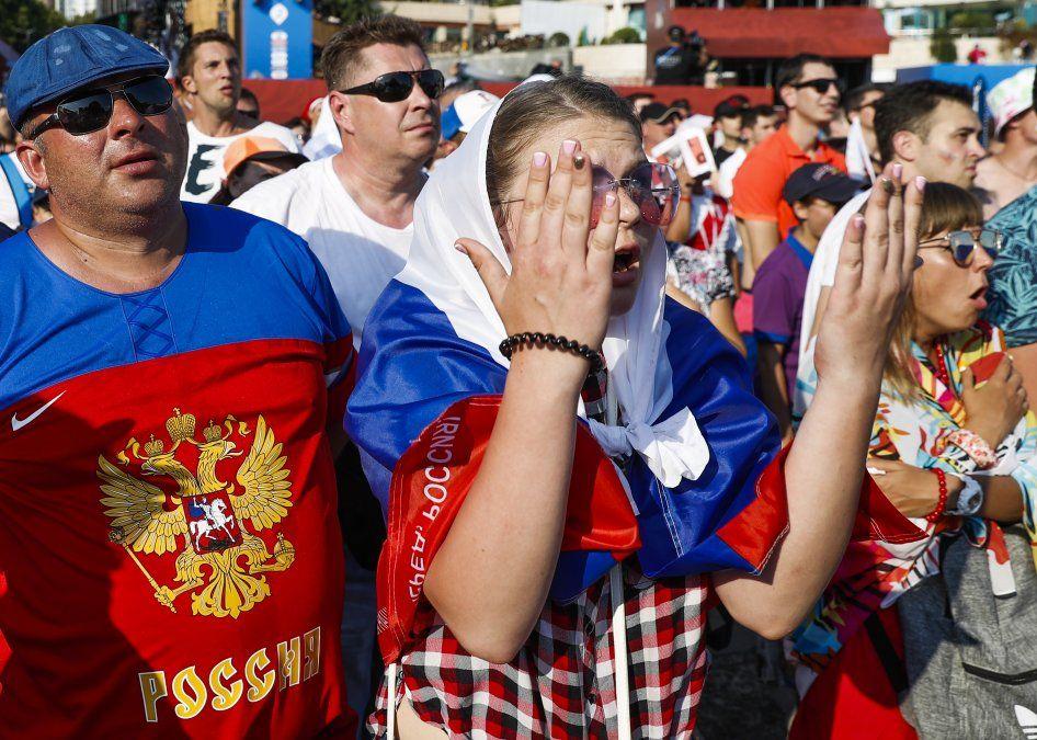 Así vivieron el partido los hinchas celestes y rusos