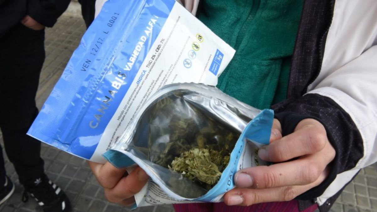 El cuidado packaging del Ircca para la venta en farmacias uruguayas.