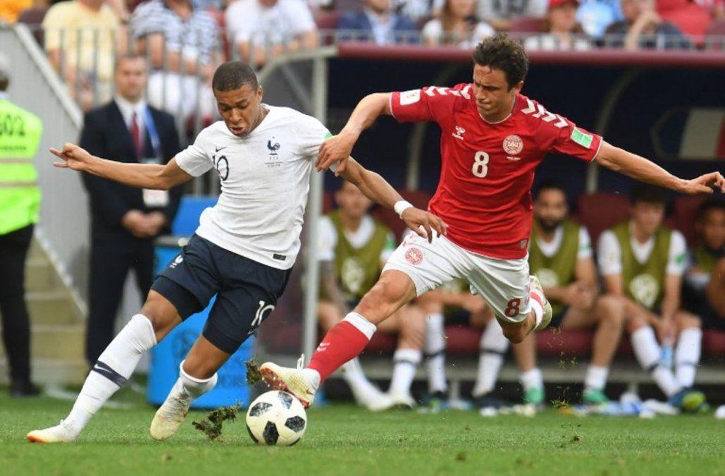 Francia y Dinamarca empatan, aburren pero avanzan a octavos del Mundial