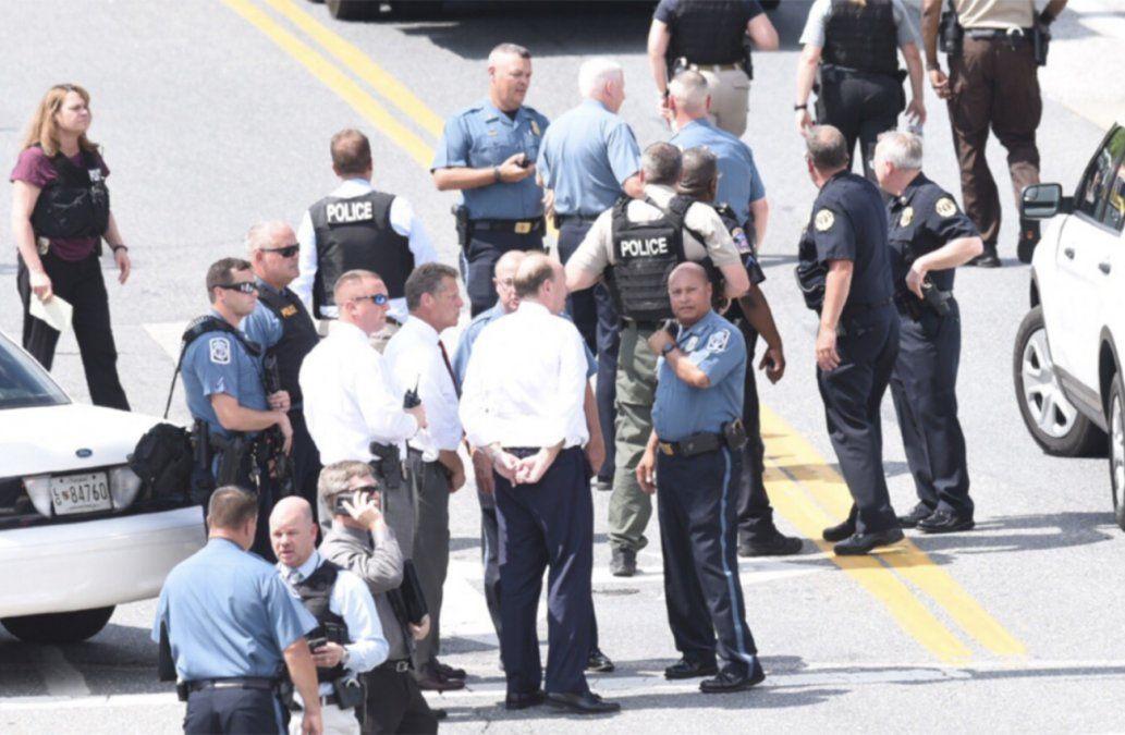 Al menos 5 muertos y varios heridos graves en tiroteo en periódico en Estados Unidos