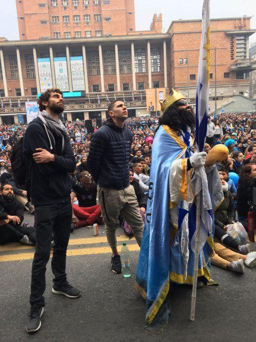Así vivieron el partido los hinchas celestes en Uruguay