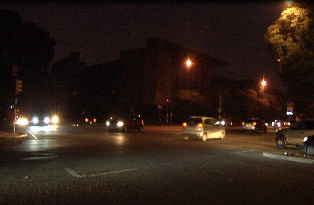 Incendio dejó a 45 mil clientes de UTE sin luz en varios barrios de Montevideo