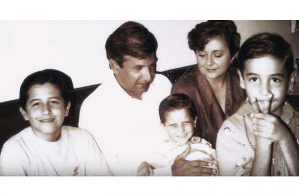 Con su primera esposa e hijos a principios de los años 80.