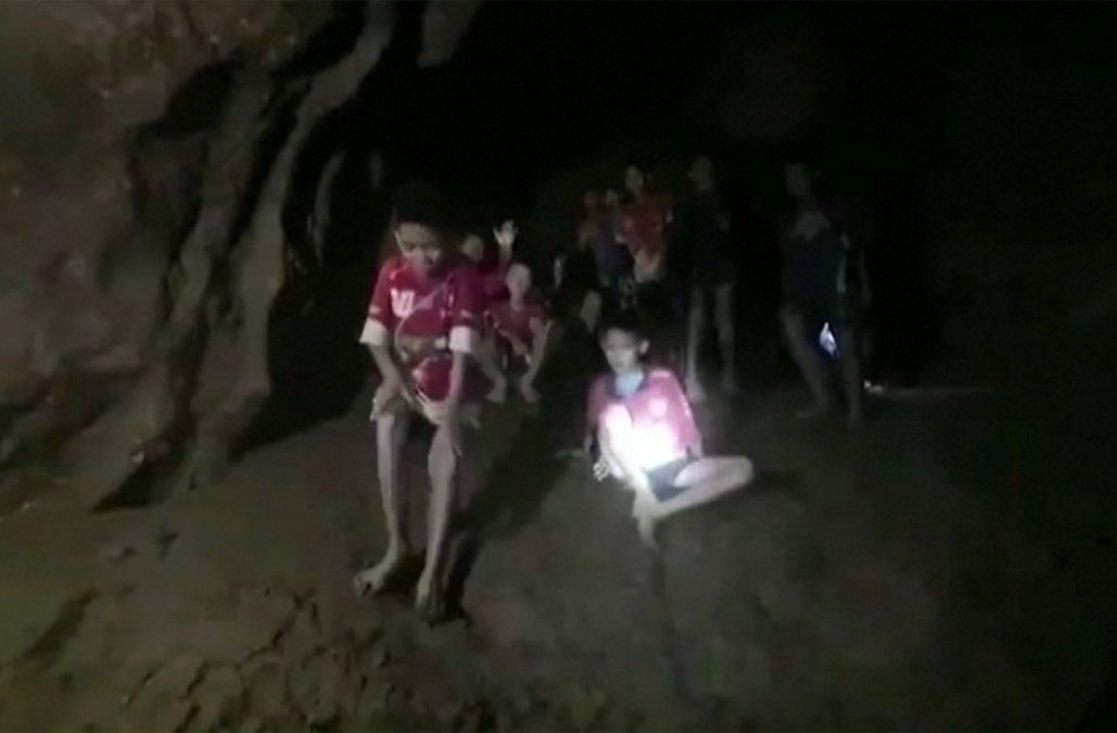 Hallan sanos y salvos a los niños atrapados hace 9 días en una cueva en Tailandia