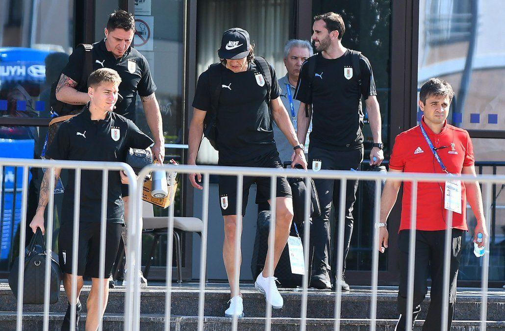 Cavani no entrenó y está más afuera que adentro del partido con Francia