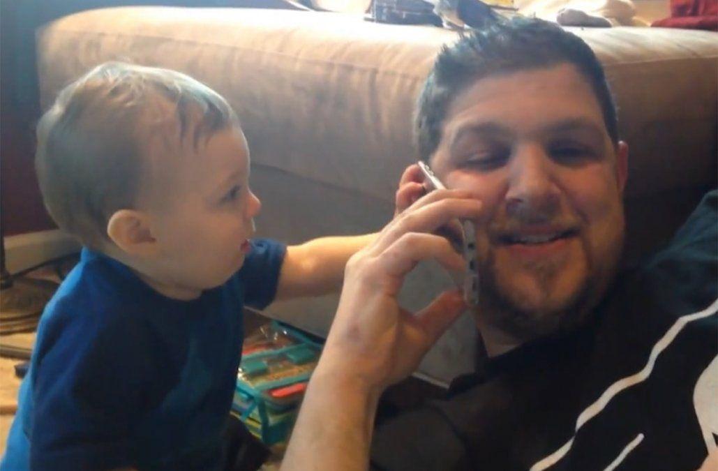 Niños se quejan que sus padres dedican más tiempo al celular que a jugar con ellos