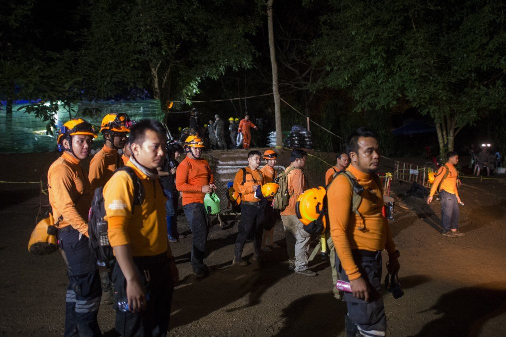 5 planes para la evacuación de los niños atrapados en una cueva tailandesa