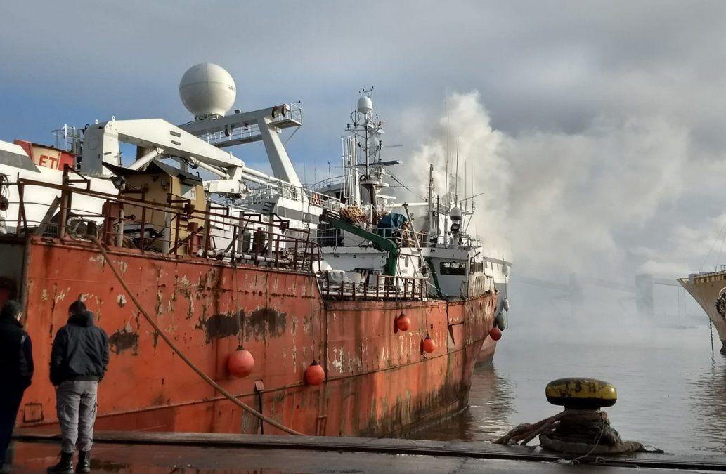Se incendió un barco noruego en el Puerto de Montevideo