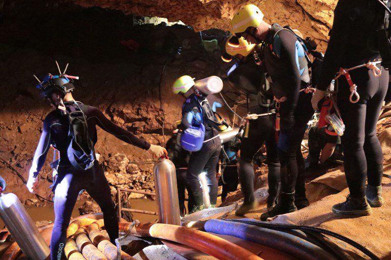 Ya rescataron ocho niños de la cueva de Tham Luang; quedan cuatro y el profesor