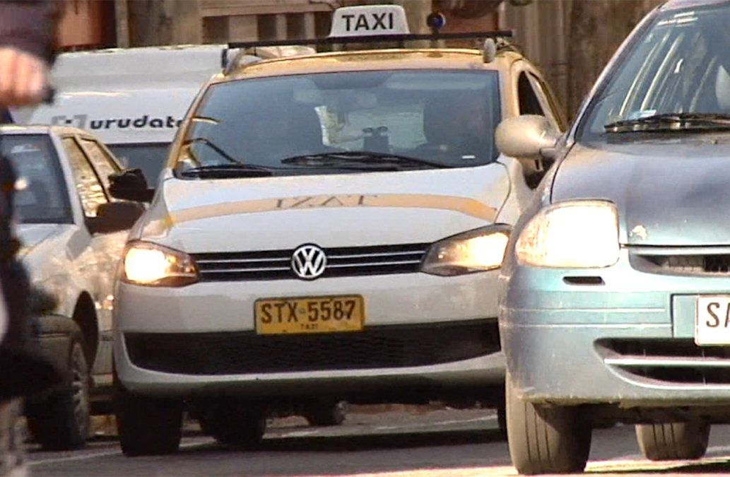 Taxistas dicen que la mampara no se toca por su seguridad