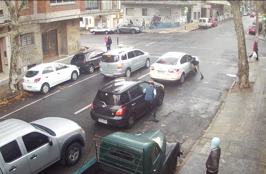 Los ladrones del semáforo ahora azotan la esquina de Canelones y Paraguay