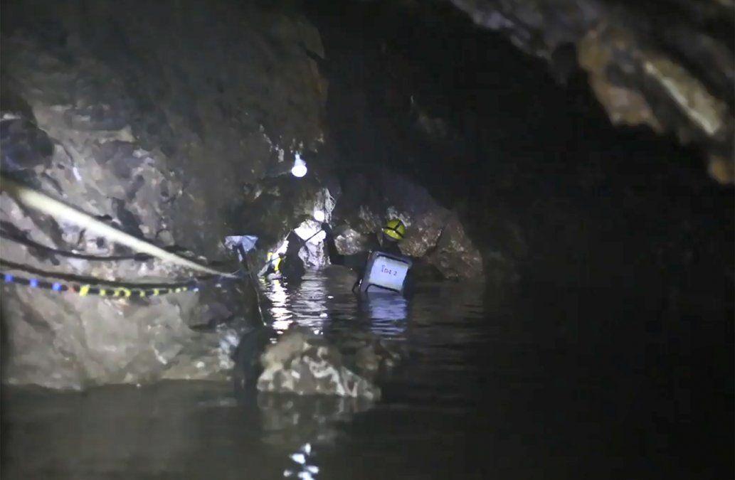 Último buzo en salir de la cueva de Tailandia cuenta el dramático final