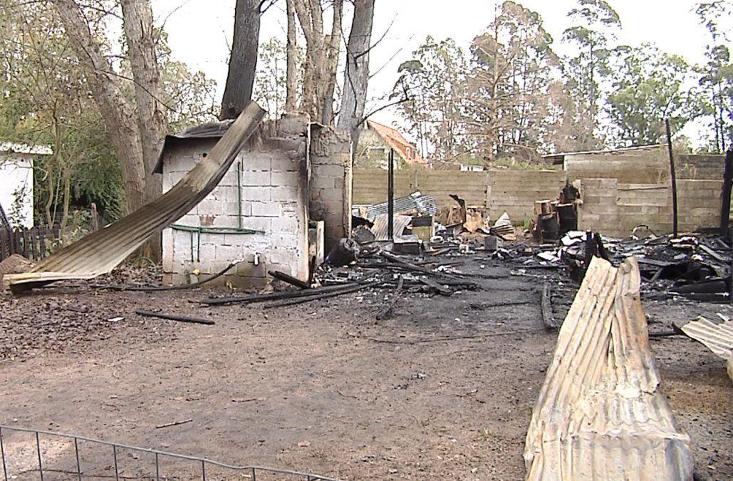 Investigan incendio con pérdidas totales en la casa de un policía en Neptunia
