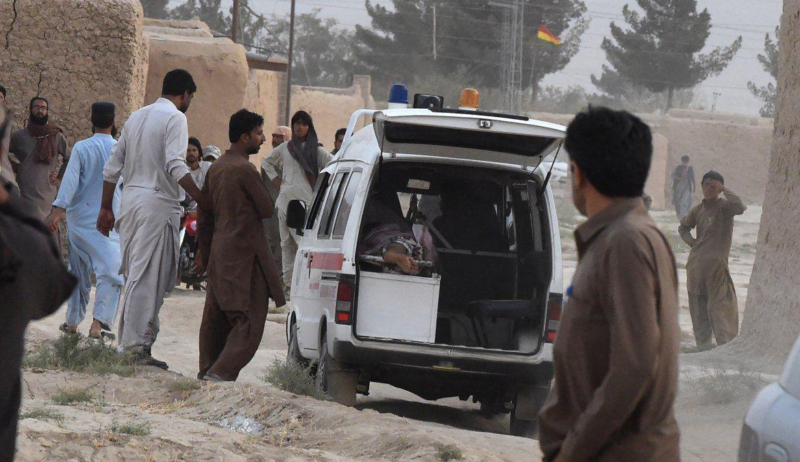 128 muertos en un atentado suicida en un acto electoral en Pakistán