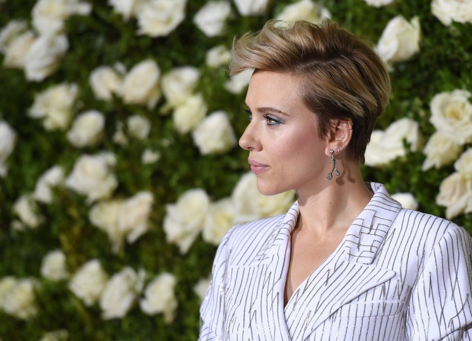 Scarlett Johansson renuncia a interpretar a una trans tras críticas de la comunidad