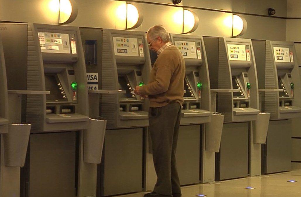 Nuevo sistema del BROU provocó algunos problemas y restricciones en los cajeros