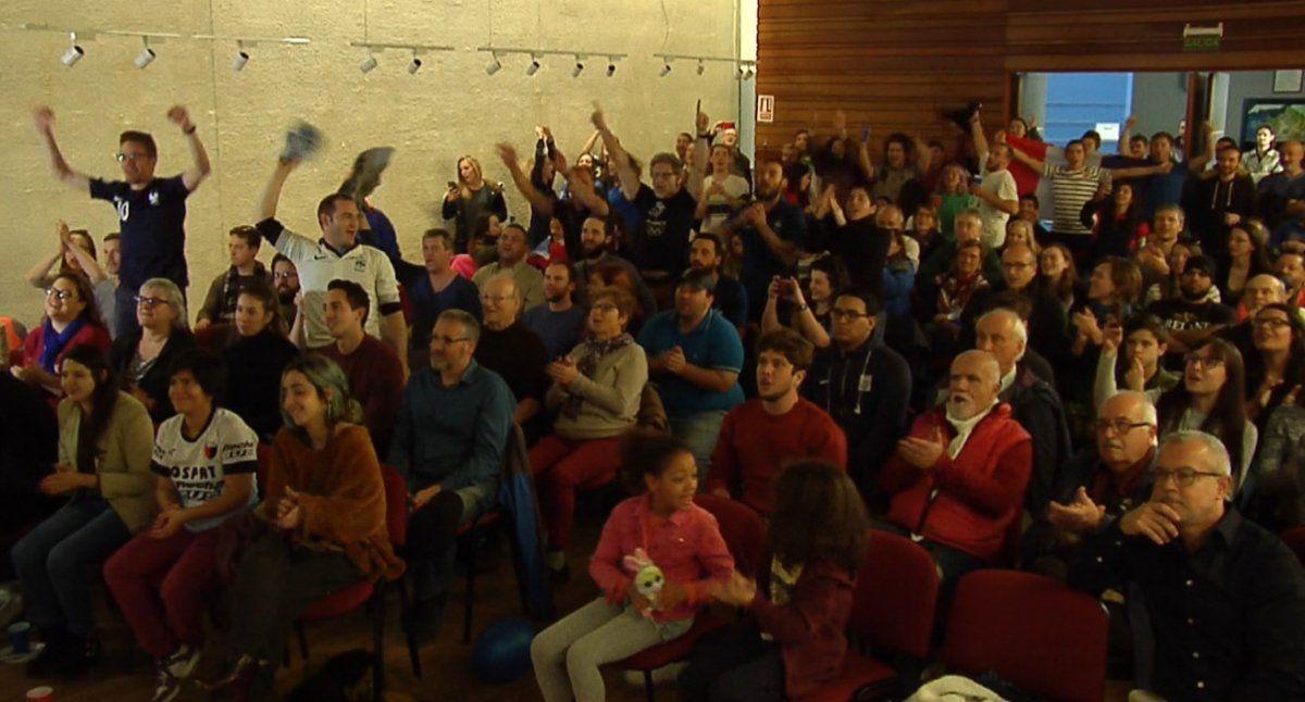Franceses radicados en Uruguay se reunieron para ver el partido y festejaron el triunfo