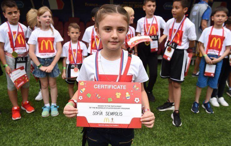 Sofía Sempolis, la niña uruguaya que acompañó a Griezmann en la final
