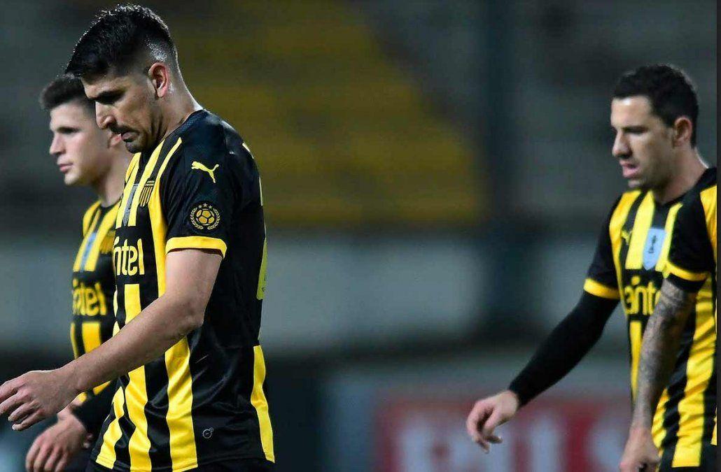 Viatri y Maxi Rodríguez entraron desde el banco y no lograron cambiar el trámite del partido.