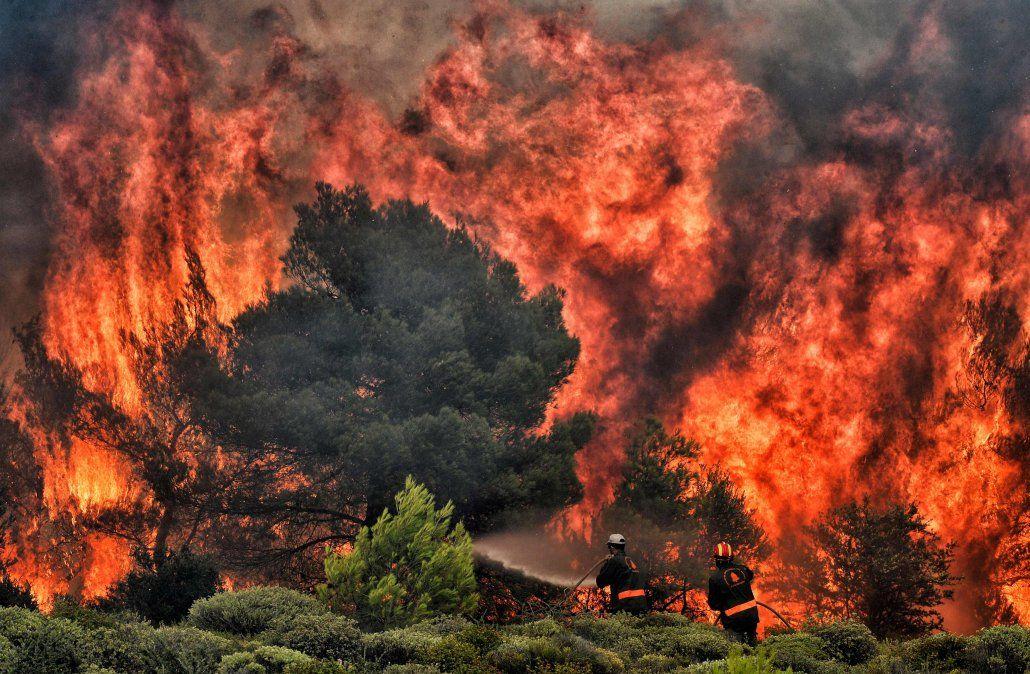 Grecia en duelo por virulentos incendios que dejan más de 70 muertos