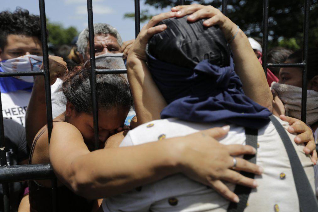 Estudiante brasileña murió en ataque paramilitar cuando volvía a su casa de la universidad