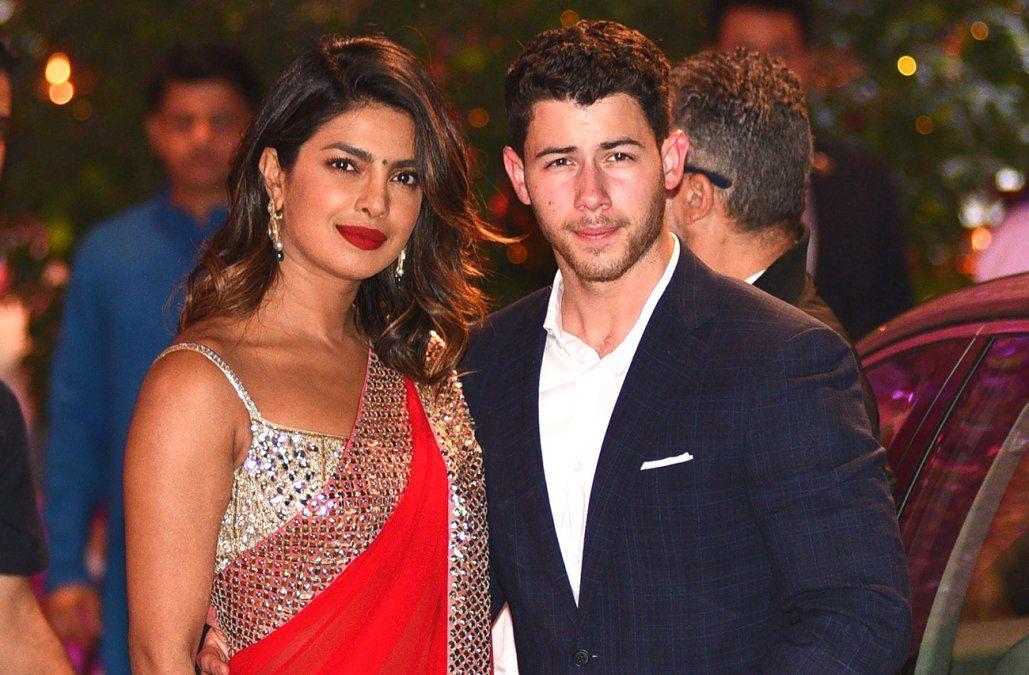 La actriz Priyanka Chopra y el cantante Nick Jonas se comprometieron