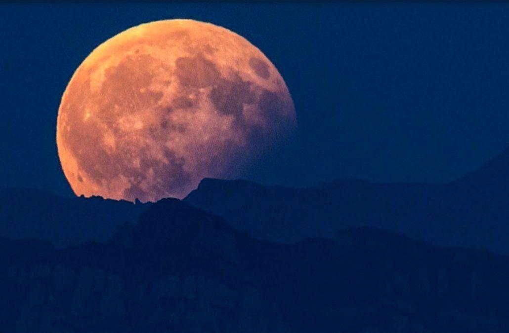 Así se vio el eclipse total de Luna en distintas ciudades del mundo