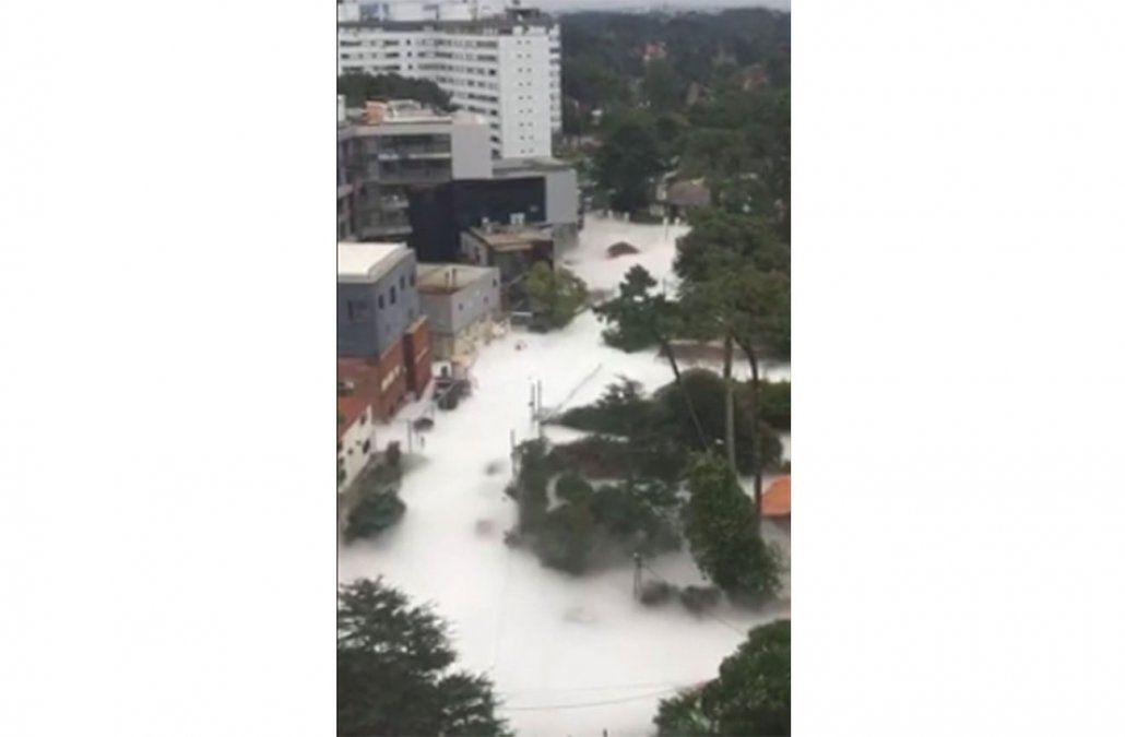 Video: se rompió un tanque de oxígeno y una nube blanca cubrió varias calles