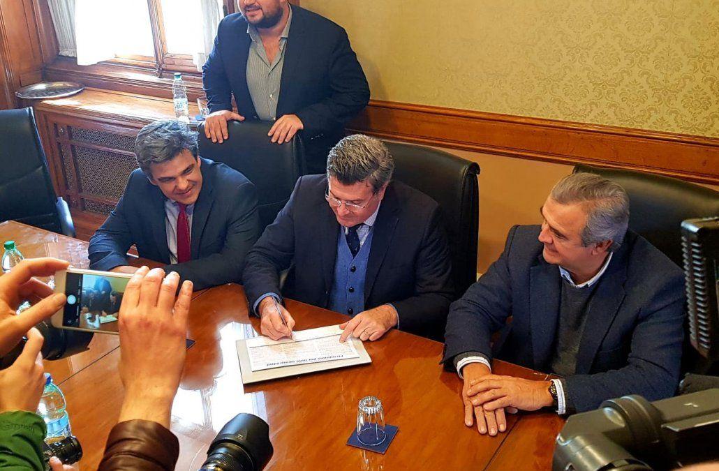 Bordaberry firmó a favor de la reforma constitucional que promueve Larrañaga