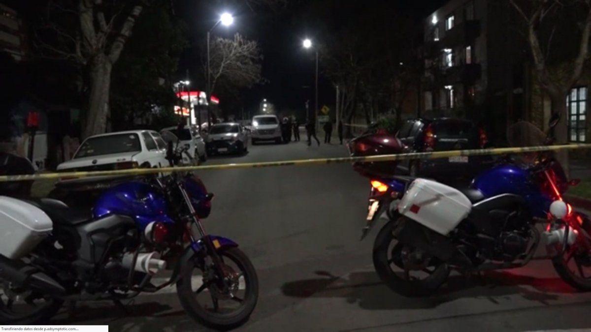 La calle Lavalleja en Maldonado cercada por la Policía poco después del asesinato de Vaz.