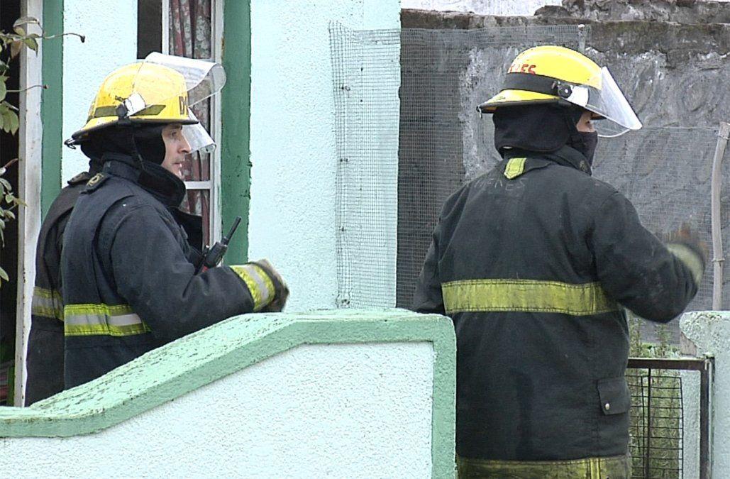 Un hombre murió calcinado al desplomarse el techo tras incendio de su casa