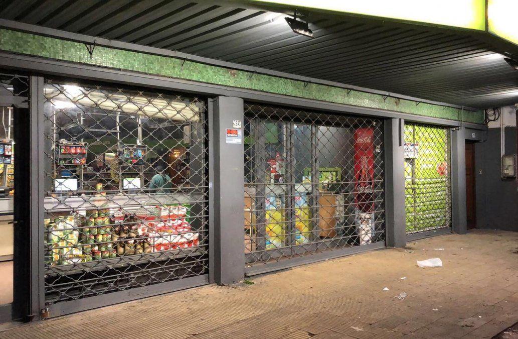 Delincuentes encapuchados robaron un supermercado en La Blanqueada