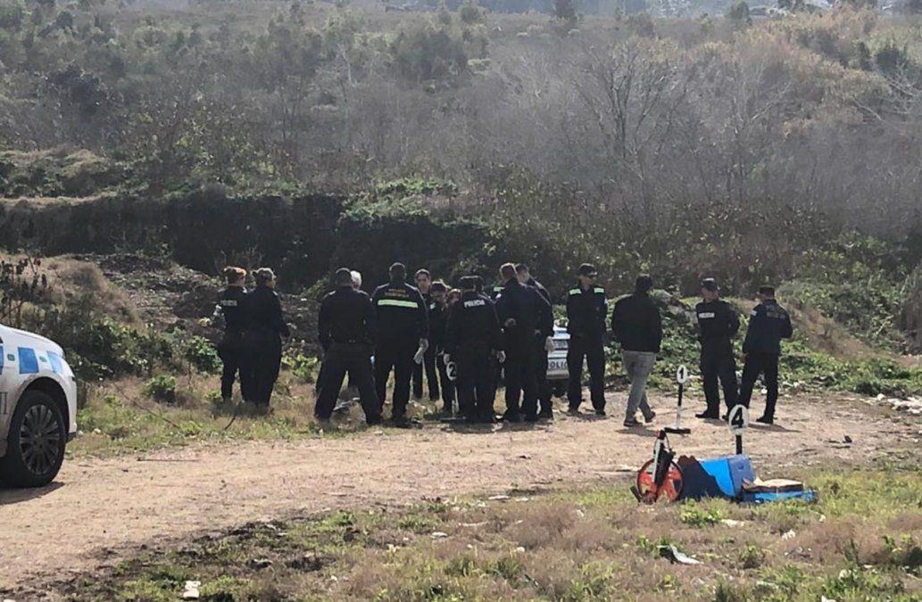Encontraron un cuerpo parcialmente quemado en medio de un basural