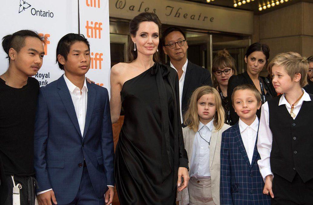 Angelina Jolie denuncia que Brad Pitt no paga la pensión alimenticia de sus hijos