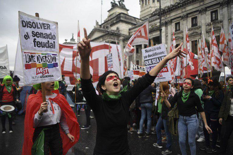 Activistas a favor de la legalización del aborto.